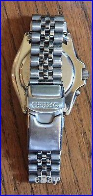 Men's Seiko Kinetic 200 Meter Diver Watch Model 5M43-0A40 For Parts or Repair